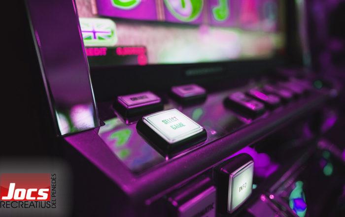 Como atraer clientes a su bar con una máquina recreativa